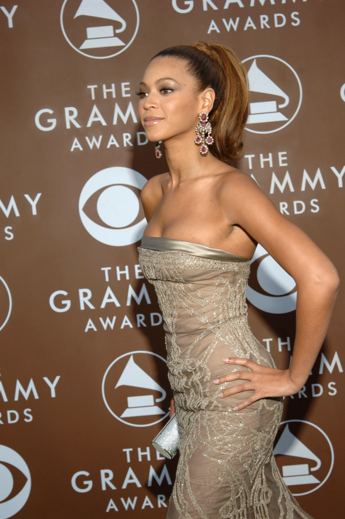 Beyoncé is the undisputed queen of the Grammys! Check out her best Grammy looks from over the years.