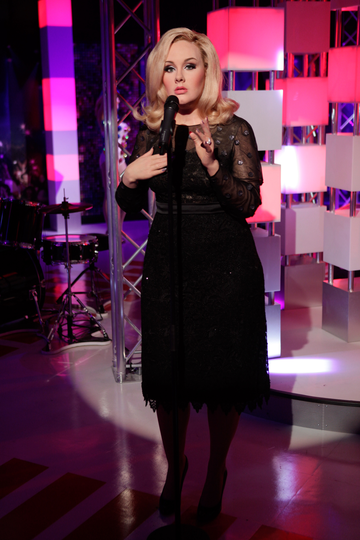 Adele's wax figure at Madame Tussauds is HELLA scary!