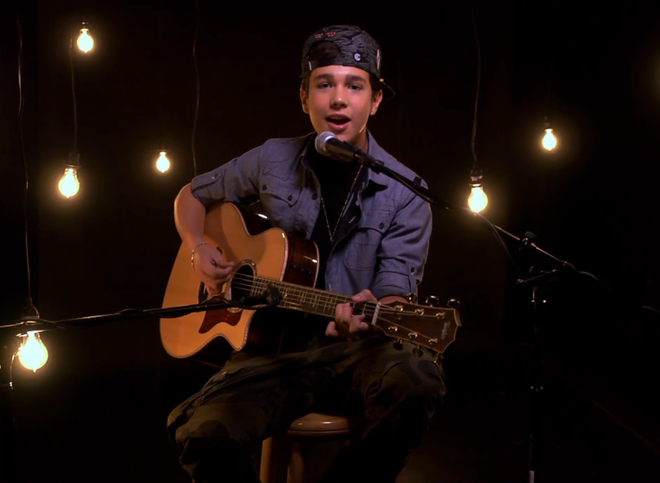 "Watch Austin Mahone perform ""Say Somethin'"" acoustic for MTV Buzzworthy Live."